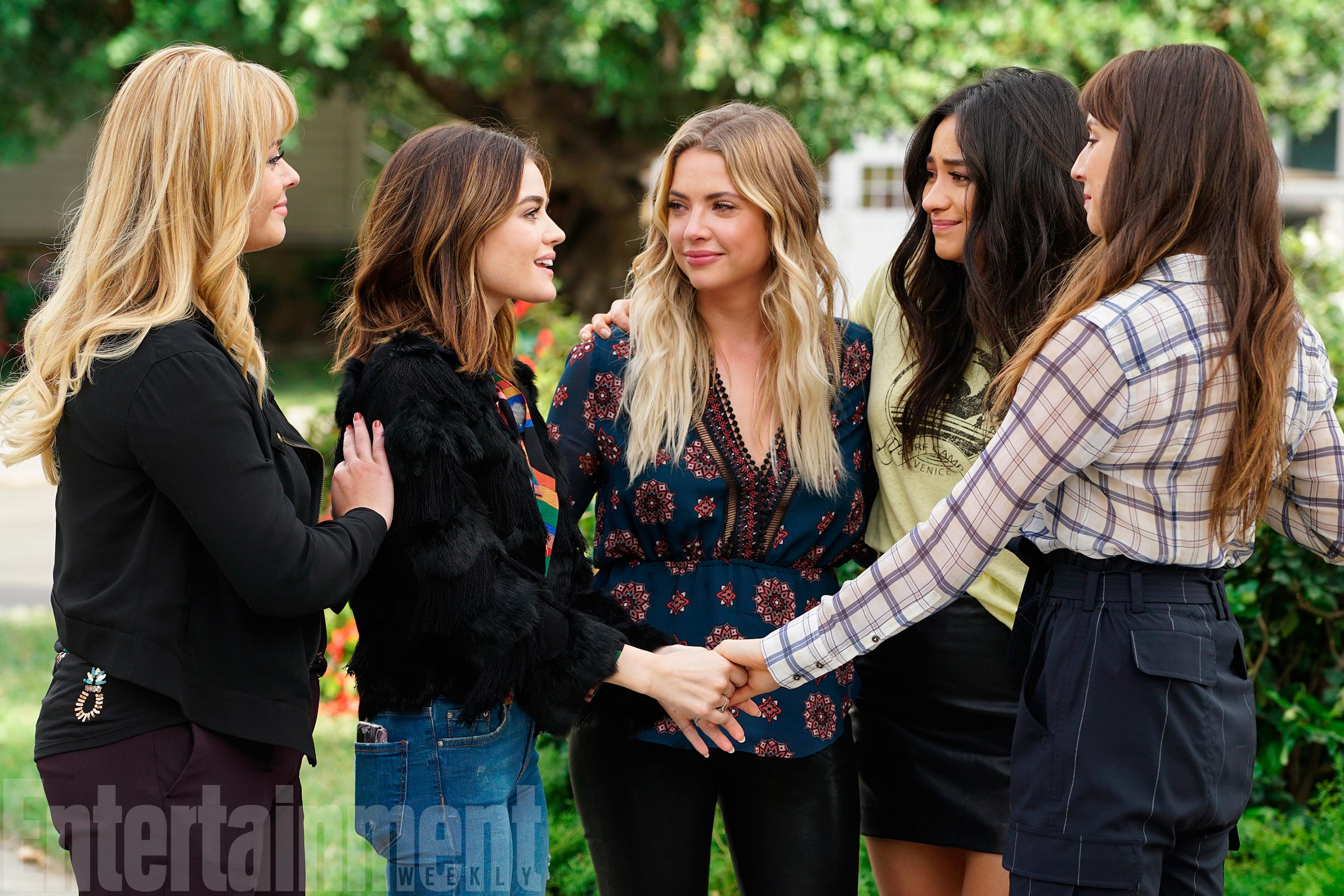 SASHA PIETERSE, LUCY HALE, ASHLEY BENSON, SHAY MITCHELL, TROIAN BELLISARIO