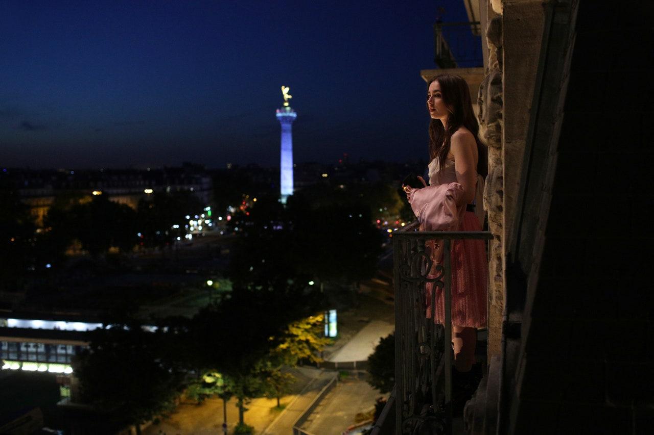 Emily w Paryżu ile lat ma główna bohaterka