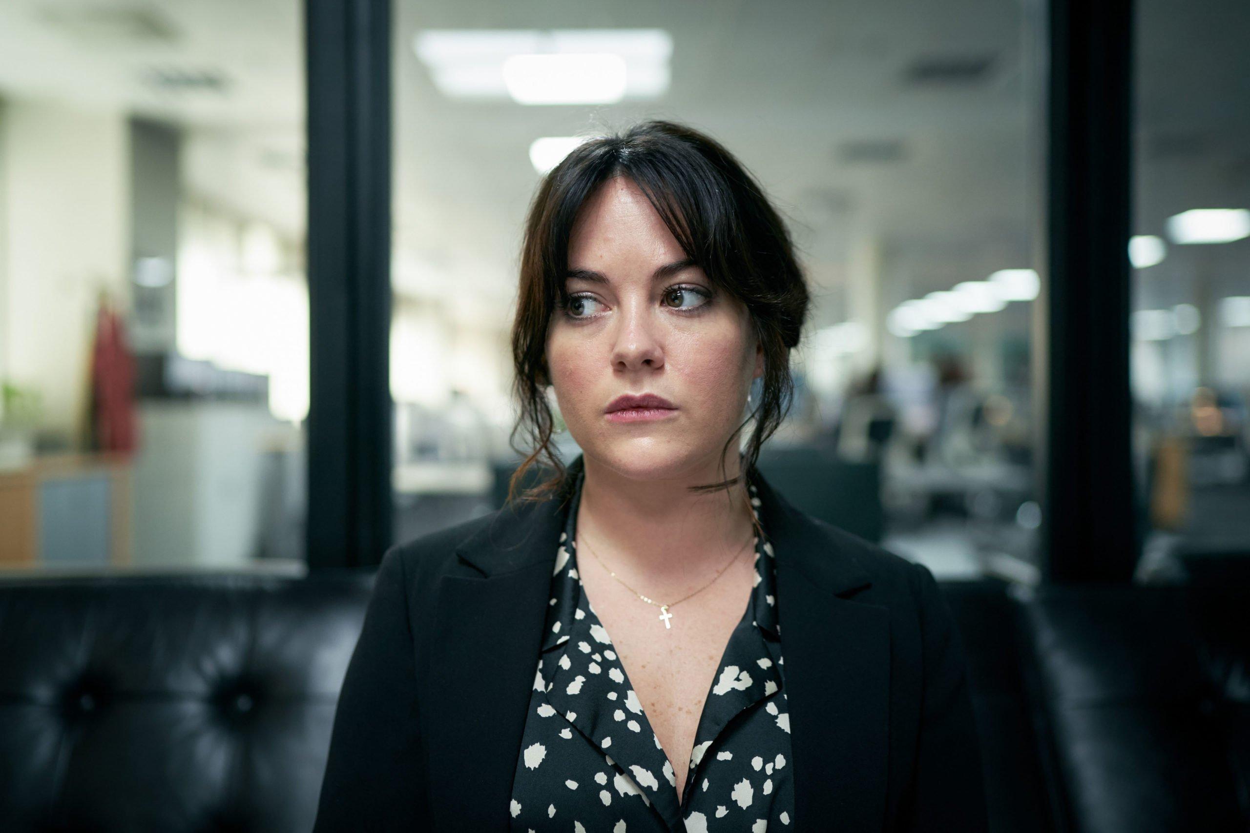 na poboczu serial bbc hugh laurie recenzja