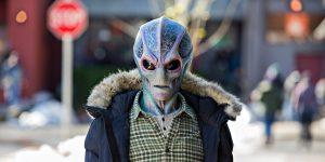 Resident Alien serial fox comedy recenzja opinie